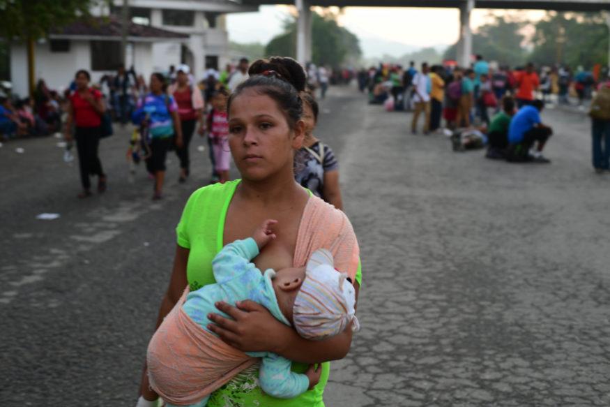 Vrouw en kind op de vlucht in Centraal-Amerika
